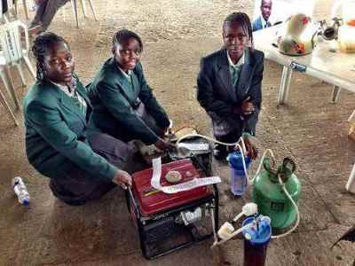 des-ecolieres-nigerianes-se-font-souffler-leur-invention-de-production-d-electricite-a-base-d-urine